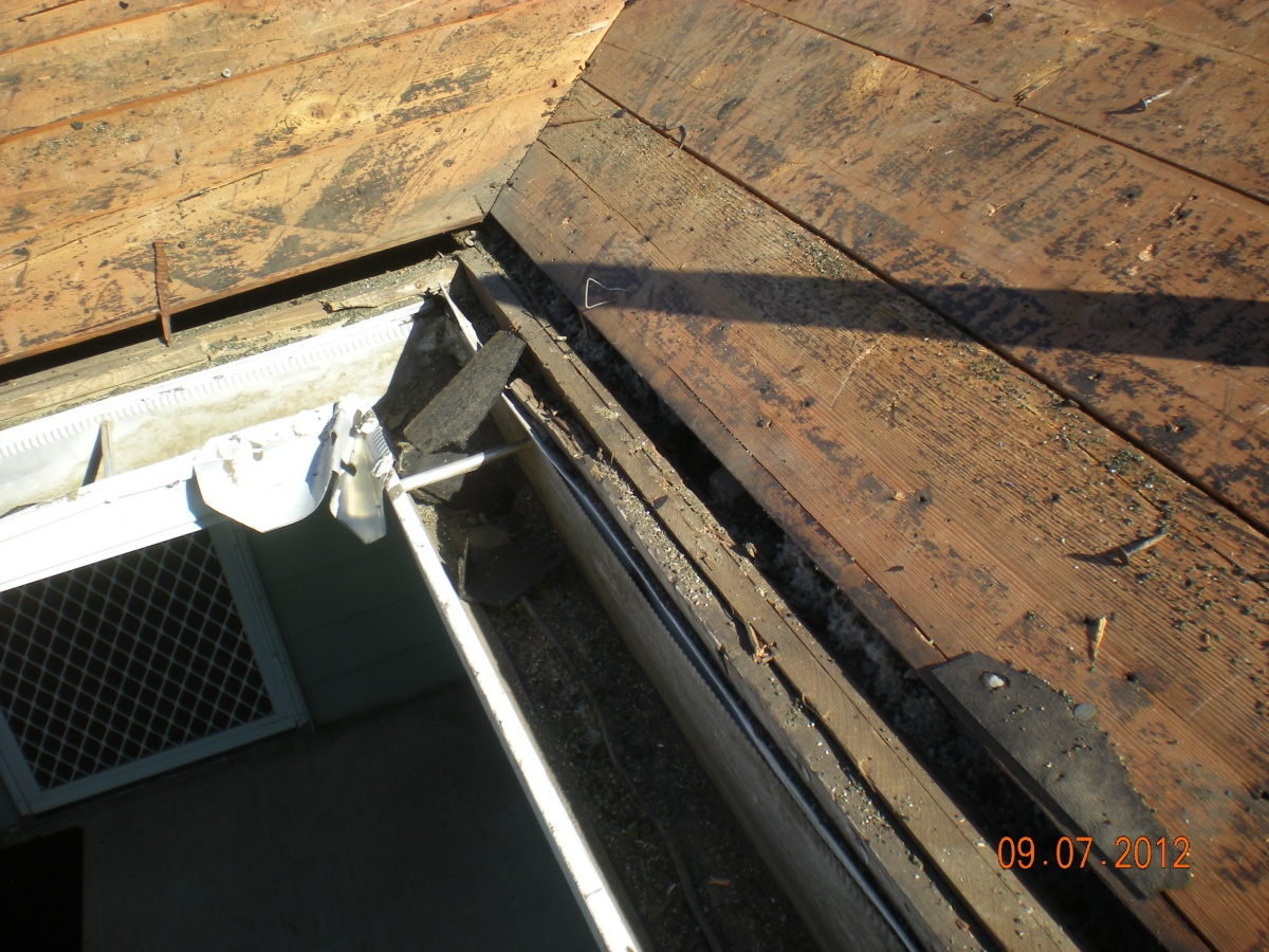 Air gap at eave edge