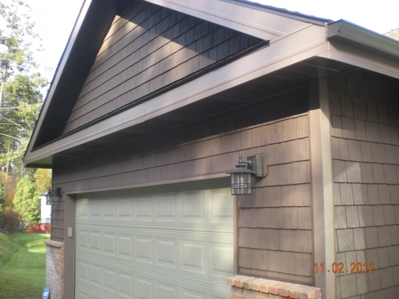 Vinyl shake siding with aluminum soffit and fascia